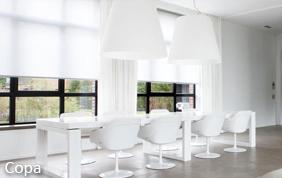 mobilier blanc de salle à manger avec stores assortis