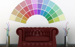 Canapé en cuir et couleurs de peinture