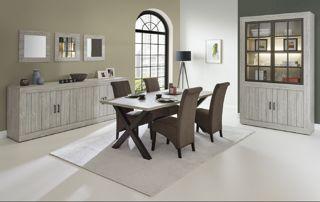 Chaises, table et meubles en bois