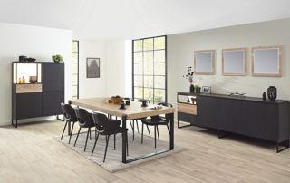 Table, chaise, buffet et rangement en bois