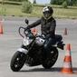 moto et cônes auto-école