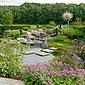 étang et espaces verts fleuris