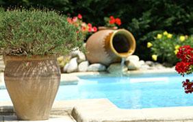 piscine avec poteries