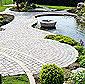 terrasse en pierre autour d'un étang