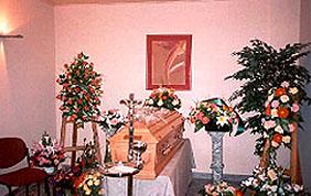 chambre funéraire cercueil fleurs