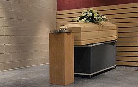 Cercueil dans un funérarium