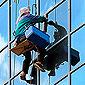 nettoyeur grimpeur de vitres immeuble