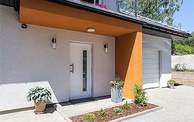 porte d'entrée en PVC blanc avec fenêtre