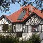 maison avec toit en tuiles terre cuite