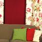 Canapé et oreillers colorés