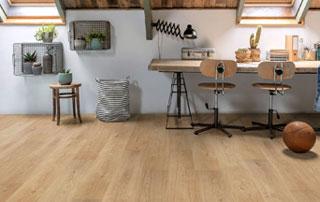 sol en vinyle à imitation bois