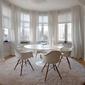 salle à manger avec tentures blanches
