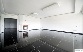 pièce neuve avec faux plafond