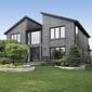 belle maison en pierre avec jardin