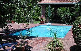 piscine extérieure rectangulaire