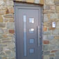 porte extérieure grise en PVC