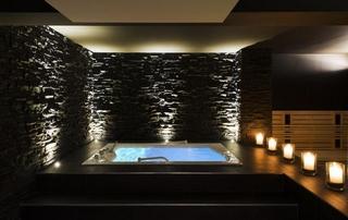 espace privatif avec piscine, sauna et bougies