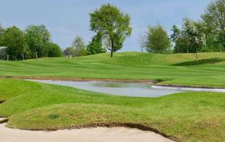 terrain de golf avec obstacles