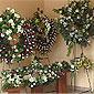intérieur magasin de fleurs avec couronnes mortuaires