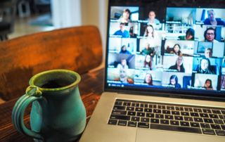 photo d'un écran vidéoconférence