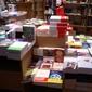 livres disposés sur une table