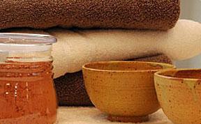 serviettes et huile de massage