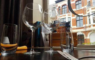 table de restaurant dressée