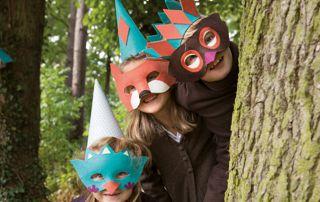 enfants avec masque de renard