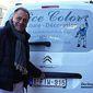 Patron Nice Color devant sa camionnette