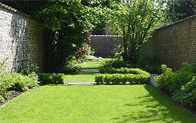 jardin aménagé à Charleroi, dans le Hainaut