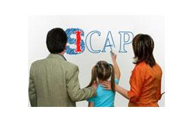 Famille devant le logo SICAP