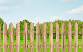 Clôtures traditionnelles en bois
