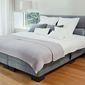 Lit draps oreillers chambre à coucher