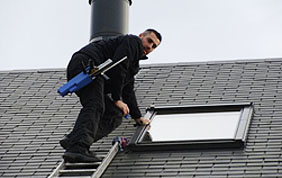 laveur de fenêtre de toit