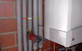 tuyaux d'eau et boiler