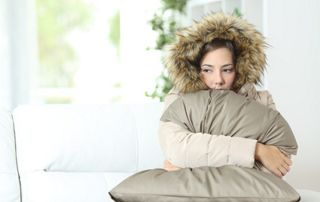 Femme qui a froid