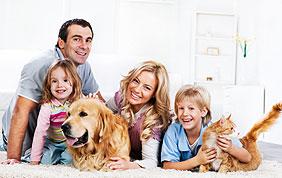 famille avec enfants et animaux