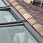 Velux intégrés dans un toit en tuiles