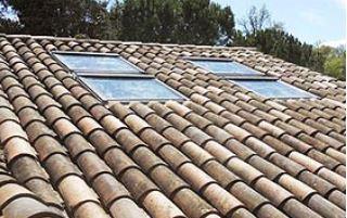 Toit en pente et fenêtre de toit