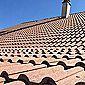 toiture en tuiles romanes et cheminée