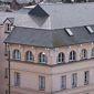 Bâtiment public avec toiture en ardoise