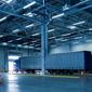 camion dans hangar