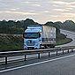 camion de déménagement sur la route