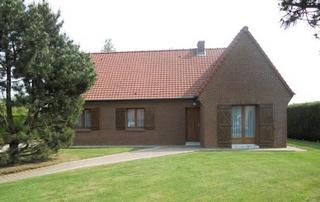 maison en briques avec jardin