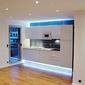 cuisine moderne avec lumières bleues