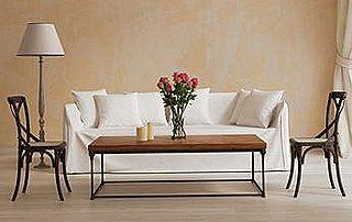 Séjour lumineux canapé blanc et table basse