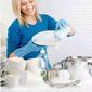 Femm qui fait la vaisselle