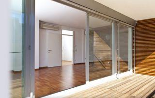 baie vitrée châssis blanc