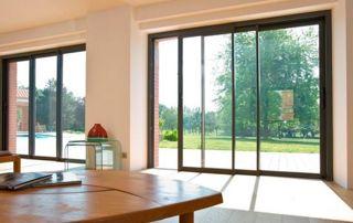 porte fenêtre en bois avec ouverture coulissante
