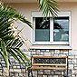 facade d'une villa dans le sud avec palmier